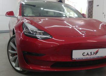 przyciemnianie Tesla